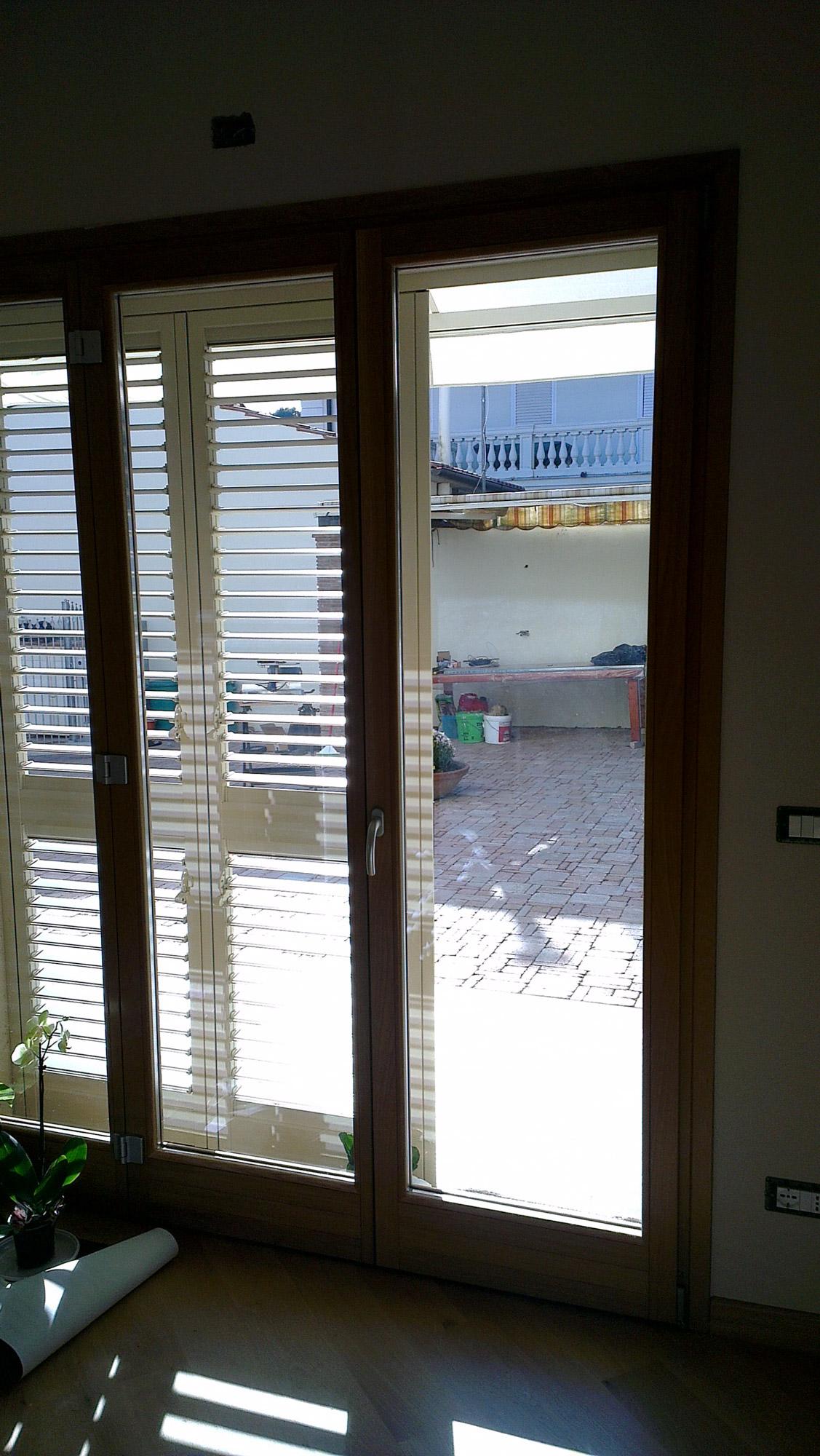 Realizzazione di serramenti per villetta privata a livorno for Tre i arreda