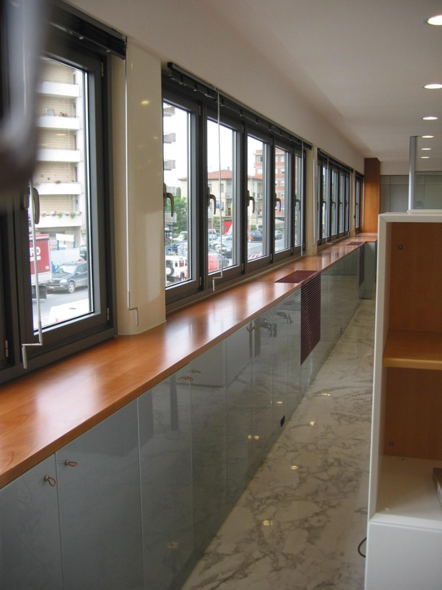 Realizzazione di arredi per uffici a viareggio franchi arreda - Finestra mobile cos e ...
