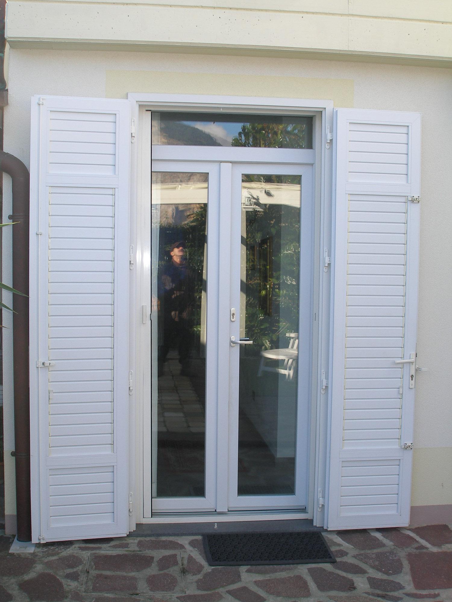 Realizzazione di serramenti per casa privata a cascina for Porta finestra pvc