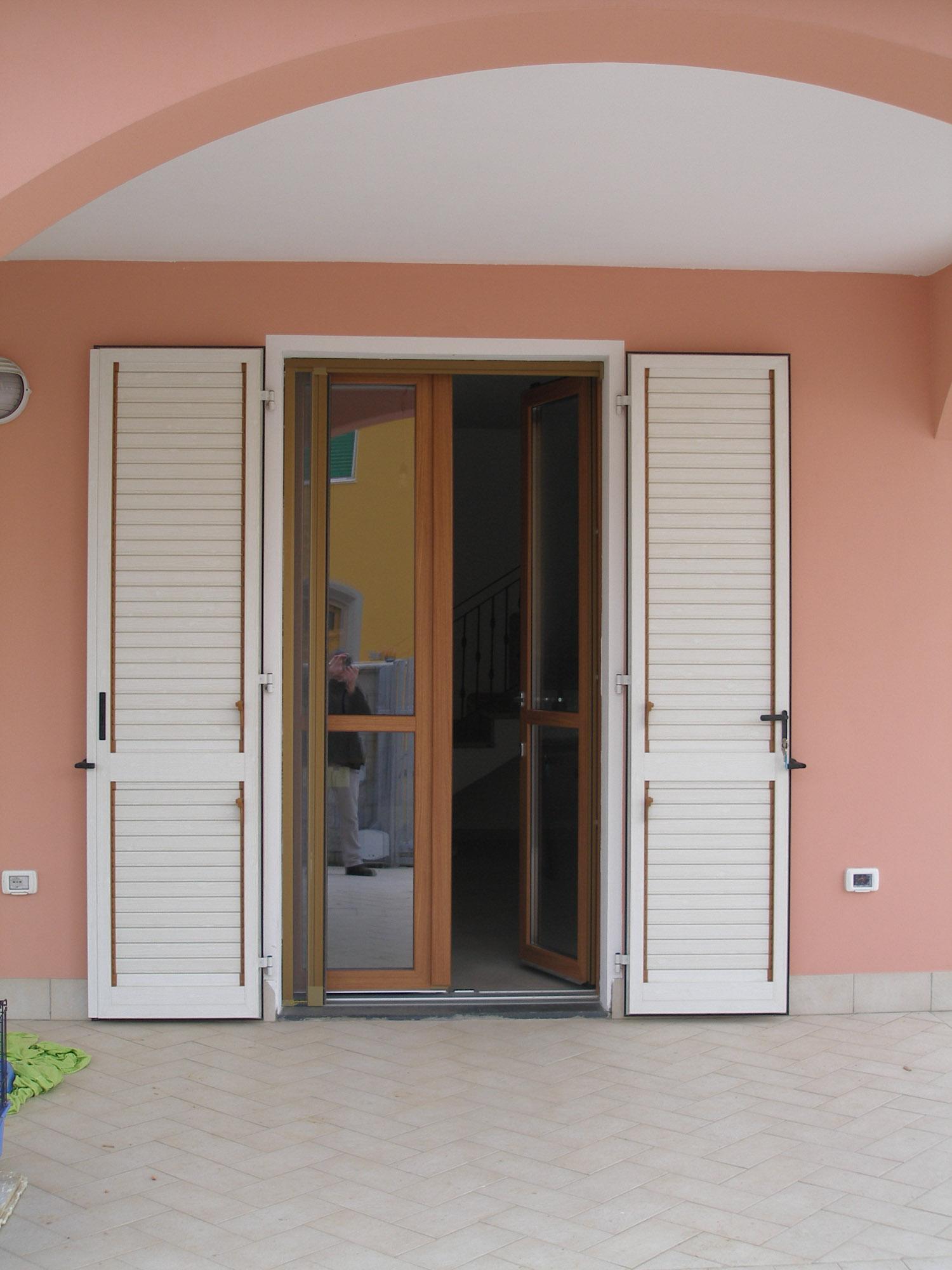 Villetta privata navacchio franchi arreda le porte - Serratura porta finestra ...