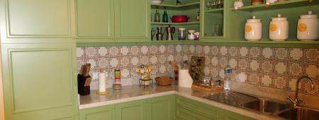 Prospetto di cucina con finitura in laccato verde