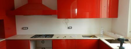 Cucina in finitura laccato rosso lucido