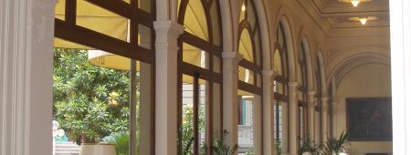Panoramica vetrate ad arco della sala pranzo